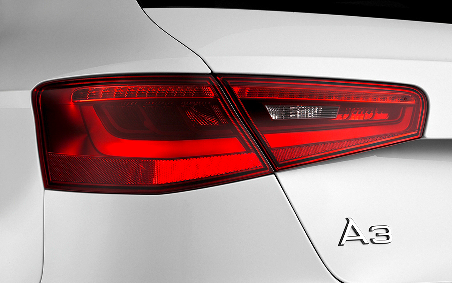 Car Tail Lights >> 4 Simple Reasons Why Brake Lights Work And Tail Lights Don T